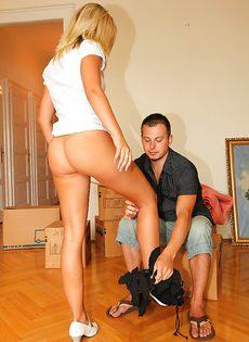 Порно фото с девушкой, которая любит анальный секс - фото #4