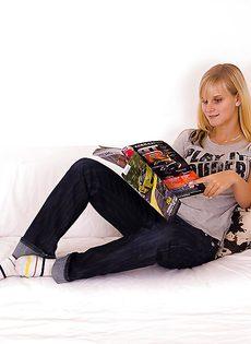 Домашние секс фото блондинки (Marry Queen) со стеклянным самотыком - фото #