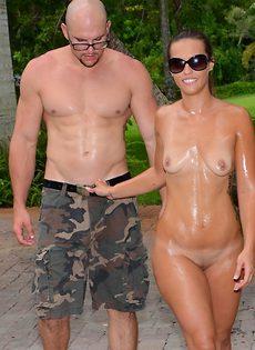 Секс фото молодой парочки в тропическом саду - фото #
