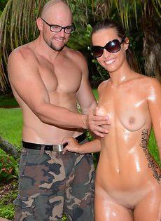 Секс фото молодой парочки в тропическом саду - фото #16