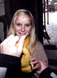 Быстрый секс в коридоре с молодой сисястой блондинкой - фото #