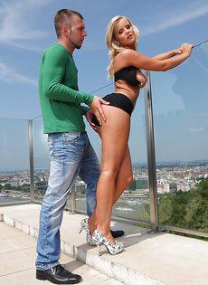 Порно в пентхаусе с красоткой Marry Queen - фото #