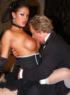Гламурная латина Ангелина Валентайн обожает хардкор секс и минет - фото #