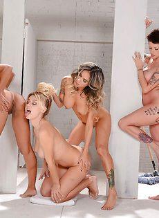 Групповой секс молоденьких телок с красивыми фигурками - фото #