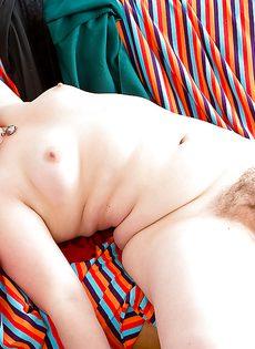 Любительские секс фото - страшненькая толстуха  раздвигает ноги - фото #