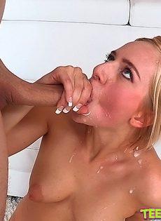 Пульсирующий хрен вставил в разгоряченную вагину - фото #