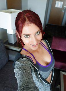 Рыжеволосая красавица Addison Ryder манит большими сиськами - фото #