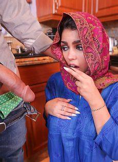 Сперма вытекает из влагалища молоденькой мусульманки - фото #