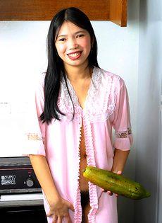 Симпатичная обнаженная азиатская красавица - фото #