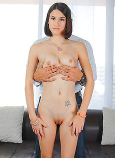 Французской девушке перед сексом сделали кунилингус - фото #