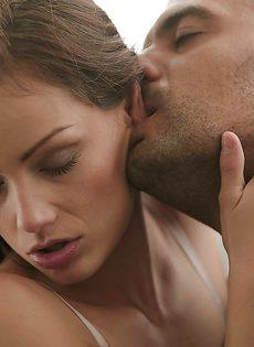 Поцеловались и очень страстно потрахались - фото #