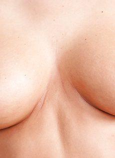 Сексапильные девушки любят хвастаться своими большими сиськами - фото #