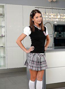 Студентка в белых гольфах сняла коротенькую юбочку - фото #