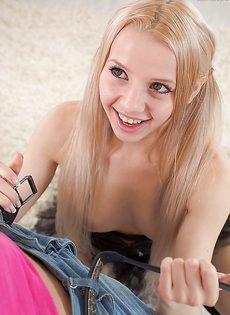 Парнишка увлекся сексом с очаровательной красавицей - фото #