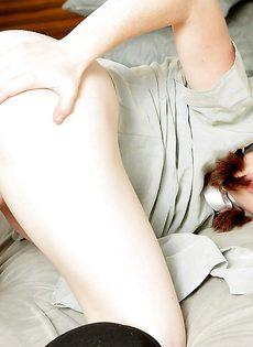 Симпатичная куколка в восторге от сегодняшнего полового акта - фото #