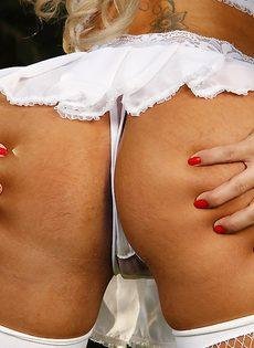 Латинская девчушка манит большой аппетитной жопой - фото #