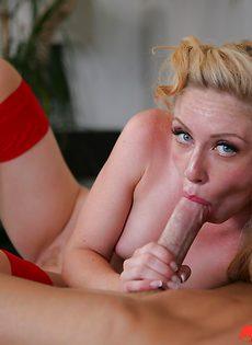 Засунул пенис в ротик милашке с малюсенькими сиськами - фото #
