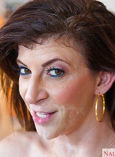 Сара Джей берет в ротик здоровенный пульсирующий хрен - фото #