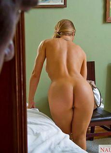 Массажист кончил на лицо очаровательной Николь Энистон - фото #