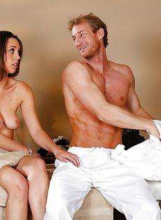 Горячий и страстный половой акт на массажной кушетке - фото #6