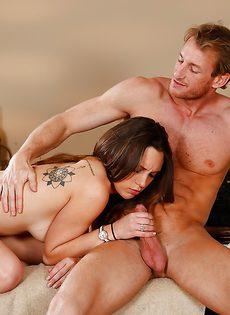 Горячий и страстный половой акт на массажной кушетке - фото #10