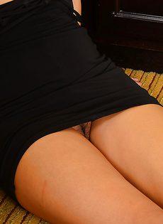 Превосходная азиатская телка забыла одеть трусики - фото #