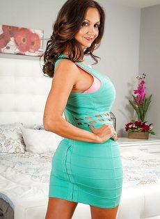 Великолепная порно звезда с большими сиськами Ава Аддамс - фото #