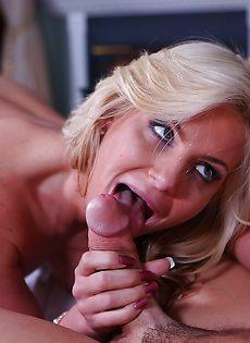 Сексапильная белокурая девчонка получила сексуальное наслаждение - фото #