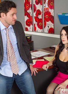 Шикарная секретарша в чулочках перепихнулась в офисе - фото #