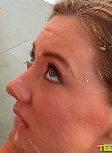 Брызнул очаровательной красавице прямо на лицо - фото #