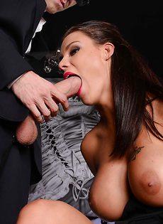 Гламурная сиськастая девчонка схлопотала пенис во влагалище - фото #