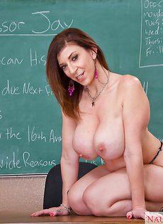 Зрелая учительница с большой попой и большими дойками - фото #