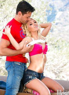 Парень смог удовлетворить прекрасную блондиночку - фото #