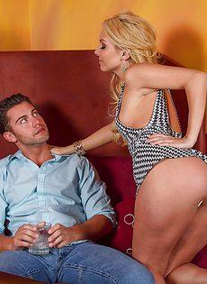 Горячий вагинальный секс молодой блондинки и ее паренька - фото #