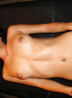 Минет и секс от первого лица с возбужденной латинской девушкой - фото #