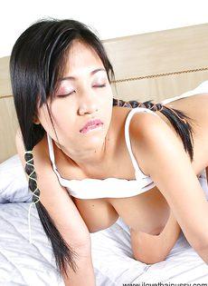 Голенькая азиатка с большими прелестными сиськами - фото #