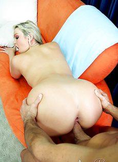 Хорошенькая сучка с большими дойками совокупляется - фото #13
