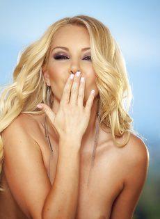 Порно звезде Aaliyah Love хочется удовлетворить себя пальчиками - фото #