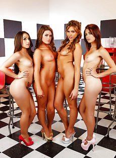 Обворожительные и совершенно голенькие девчонки - фото #