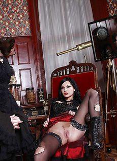 Порно звезду с силиконовыми сиськами Abbie Cat покатали на члене - фото #