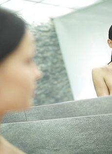 Секс фото девушки с большой грудью в душевой комнате - фото #16