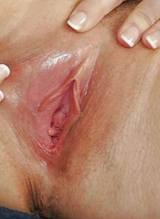 Женщина с большими дойками мастурбирует сладенькую вагинальную дырку - фото #16