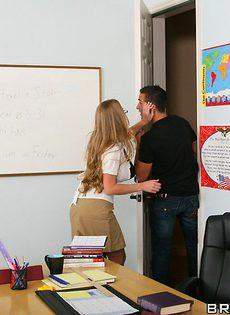 Сиськастая учиха закрылась в кабинете с красивым студентом - фото #