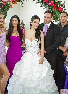 На свадьбе свидетельнице хорошенько чпокнули - фото #