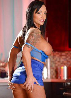 Женщина с татуировками и пирсингом - фото #