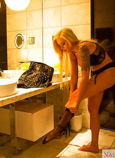 Очаровательная проститутка пришла к очередному клиенту - фото #