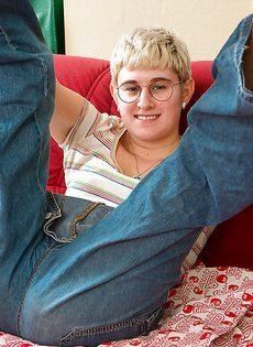 Страшненькая блондинка показала обнаженное тело - фото #