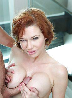 Из влагалища красавицы Вероники Авлув вытекает сперма - фото #
