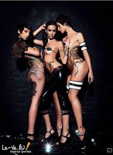 Эротические фото девушек с татуировками