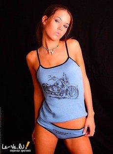 Красивая девушка в нижнем белье